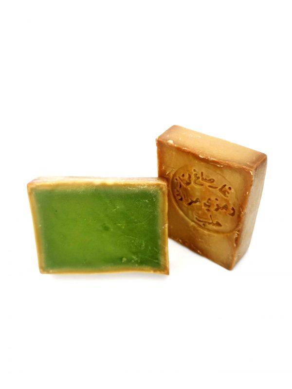 Vue de deux savon d'Alep à l'huile d'olive